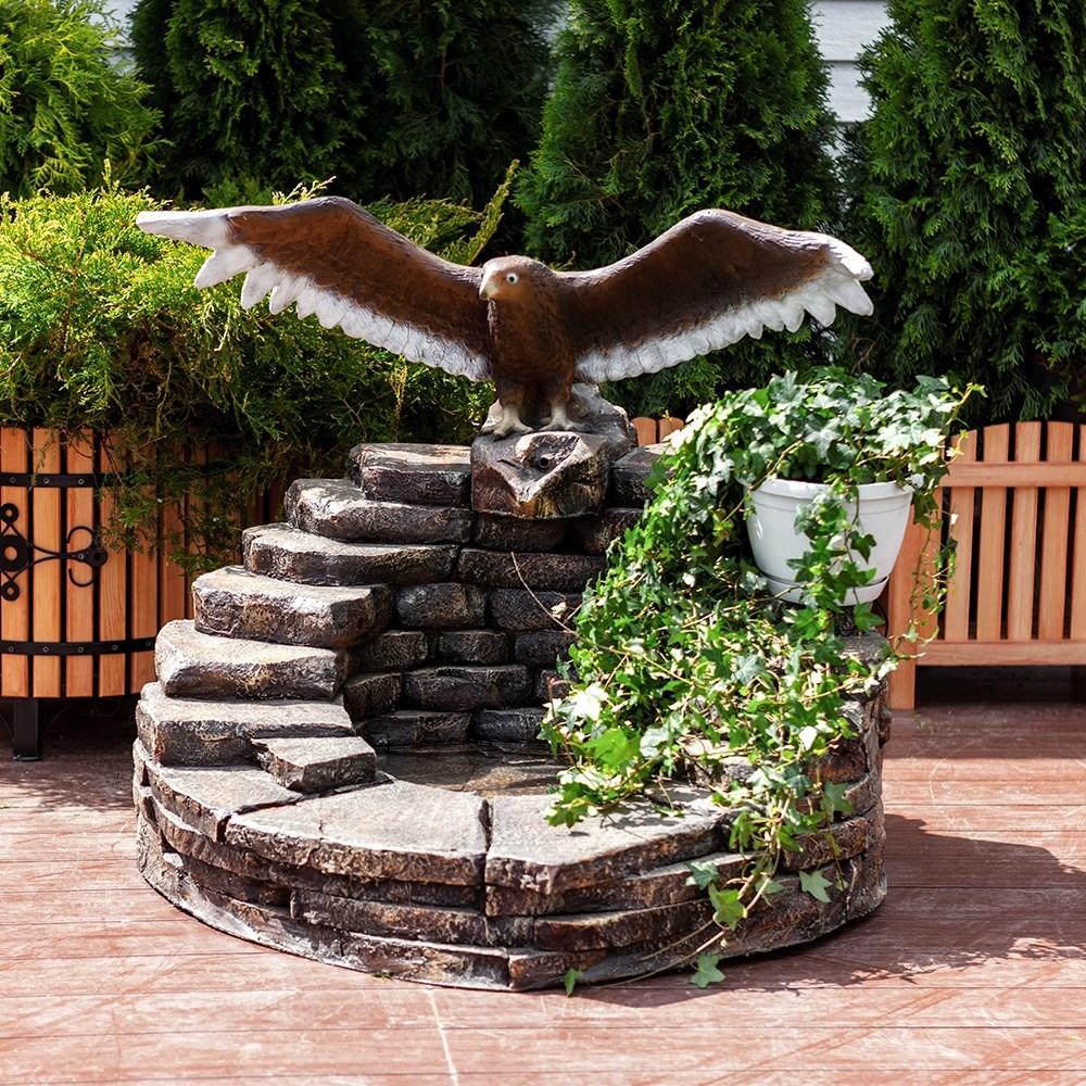 Фонтан для дачи орел на камнях