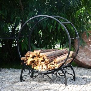 Кованая дровница для дачи