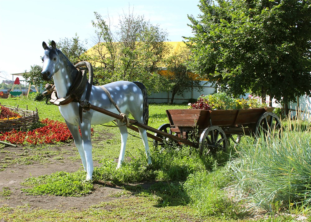 Садово-парковая фигура Конь