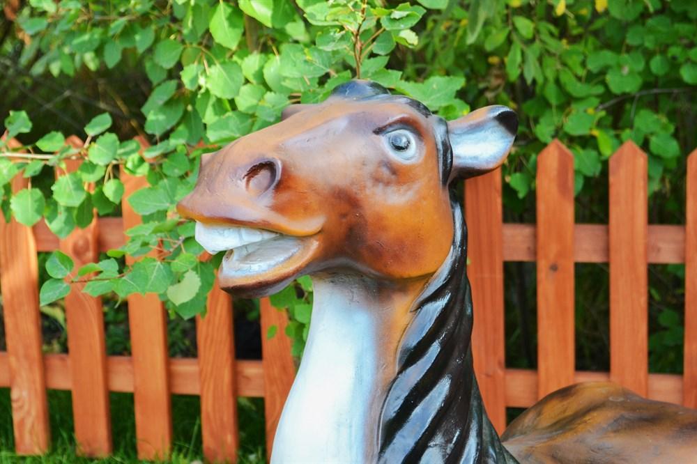 Лошадь фигура для сада