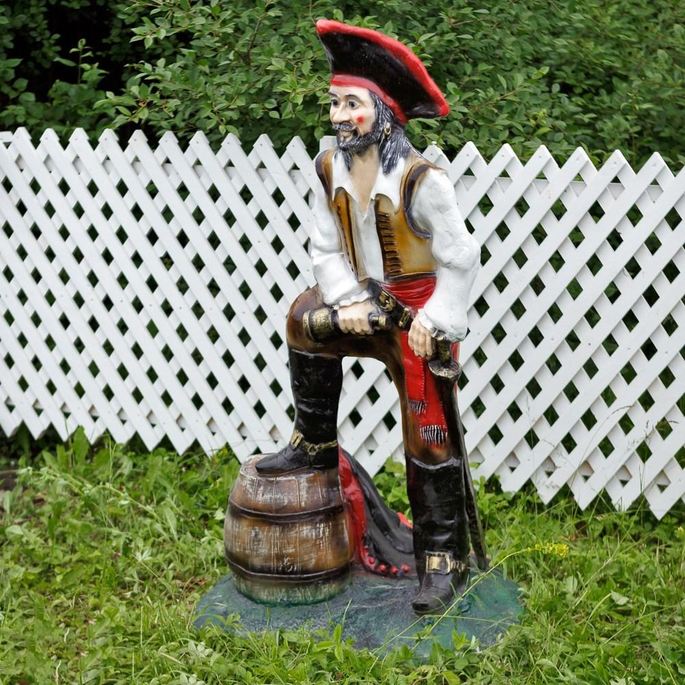 Садовая фигура пират