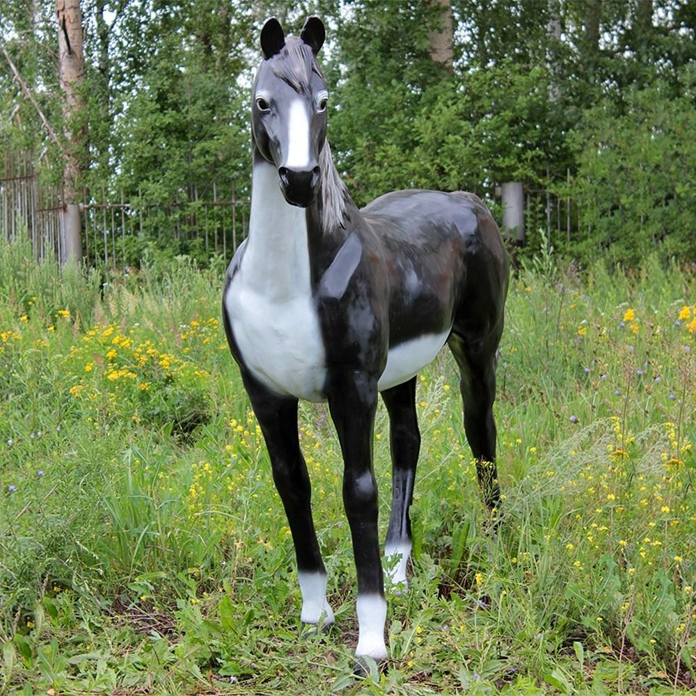 Конь для сада фото