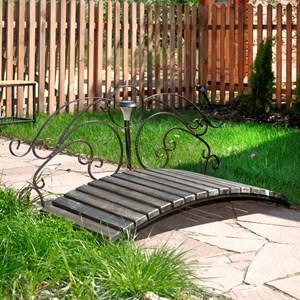Мостик кованый для загородного дома
